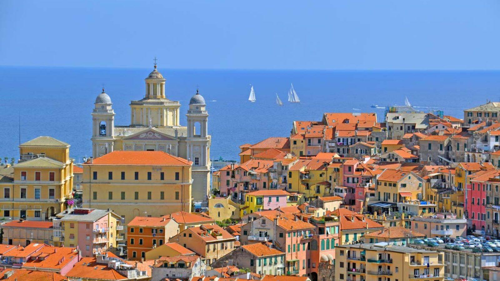 Blick auf Porto Maurizio zum Domo
