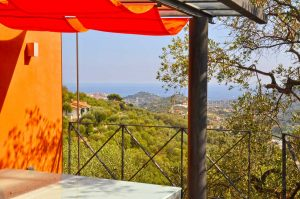 Terrace overlooking Porto Maurizio. Casa Fiori. Holiday home in Liguria overlooking the sea.