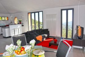 Living room with TV. Casa Fiori. Holiday home in Liguria overlooking the sea. On the Colle Lupi near Dolcedo.
