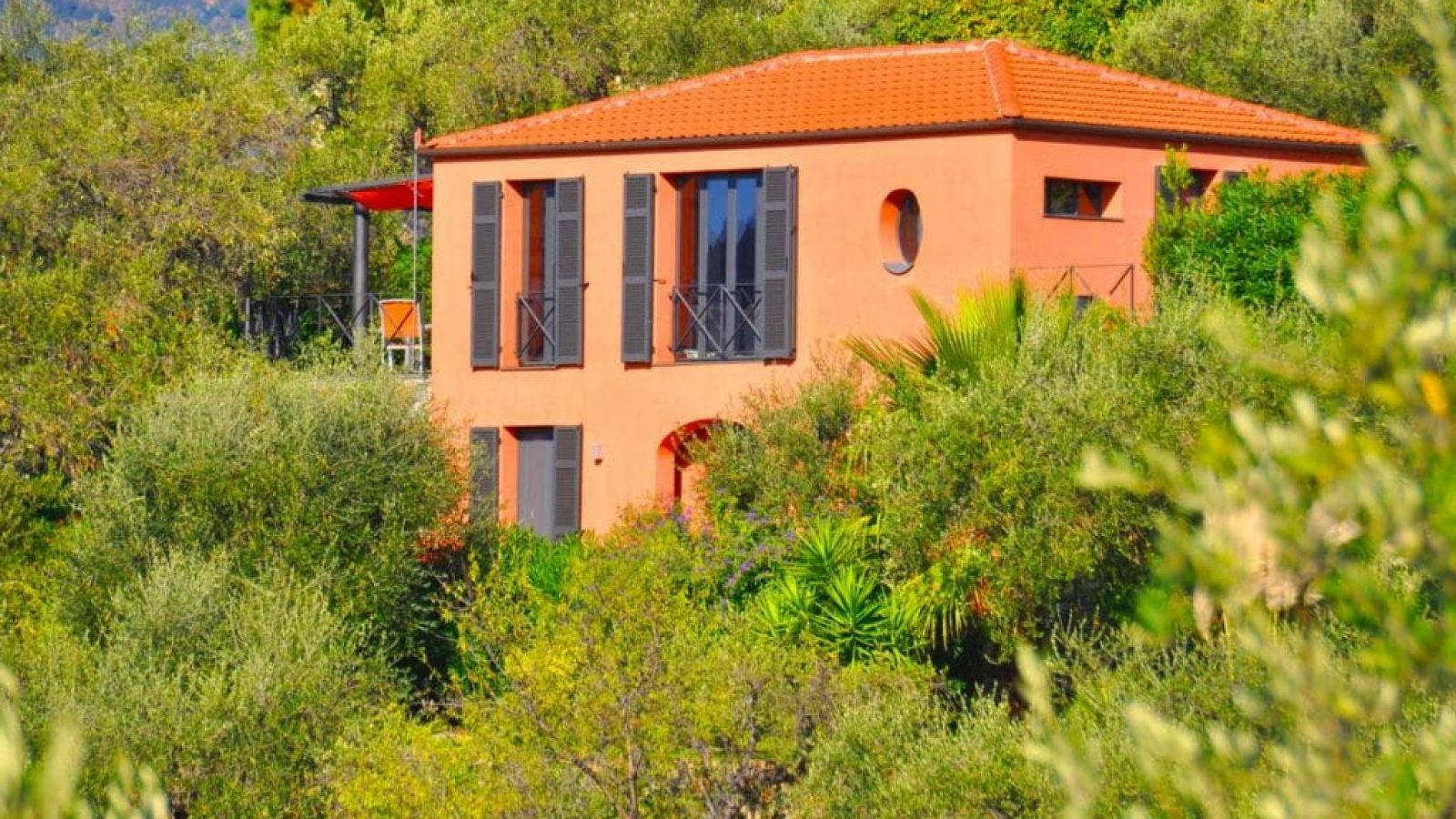Das Ferienhaus Casa Fiori auf dem Colle Lupi von aussen.