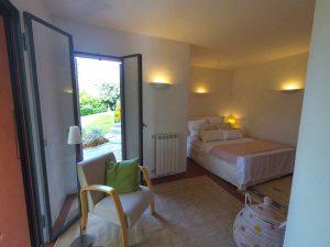 Erstes Schlafzimmer. Casa Rossa. Ferienhaus in Ligurien mit Blick auf das Meer. Auf dem Colle Lupi bei Dolcedo.