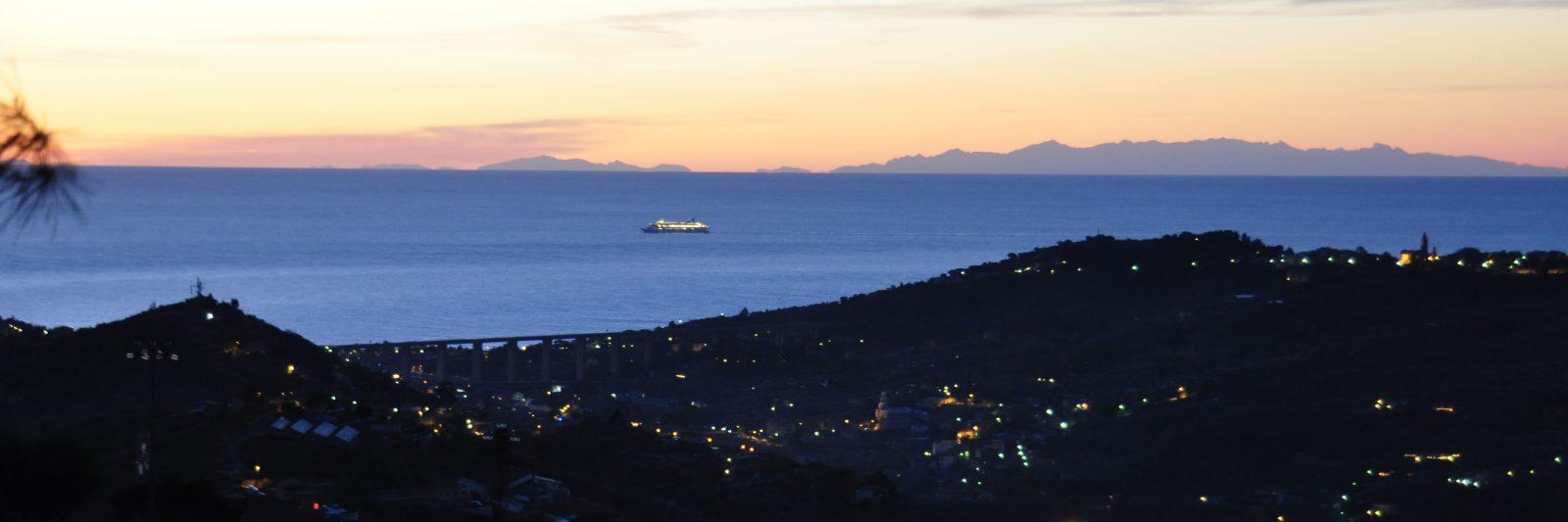 Sonnenaufgang Colle Lupi mit Blick auf Korsika